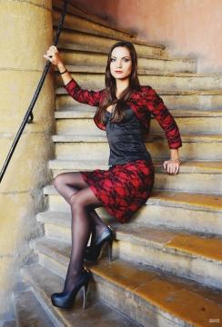 Boléro et jupe en coton rouge et dentelle noire