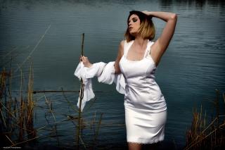 Robe courte et traine en mousseline blanche