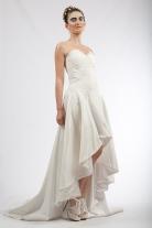 Robe de mariée asymétrique en taffetas ivoire