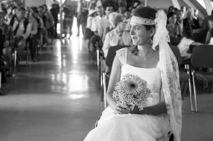 Robe de mariée champêtre et coiffe en dentelle assortie